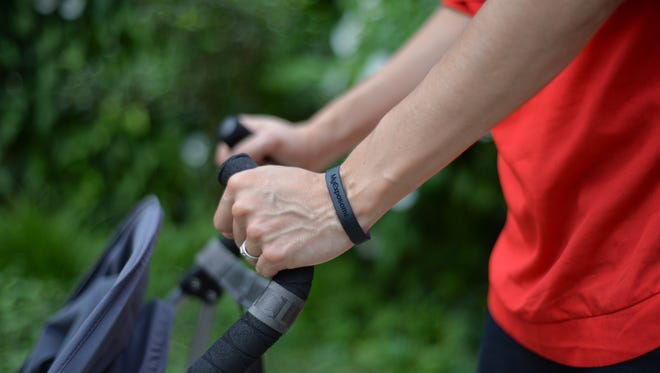 This wristband can detect toxic chemicals in the environment.
