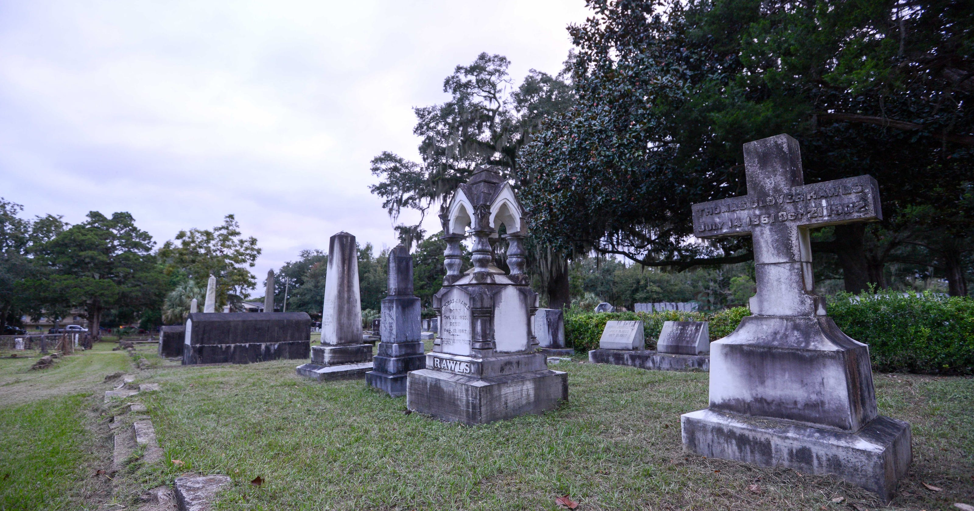 tallahassee running out of cemetery plots