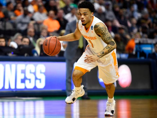 Tennessee guard Lamonte Turner (1) drives down the