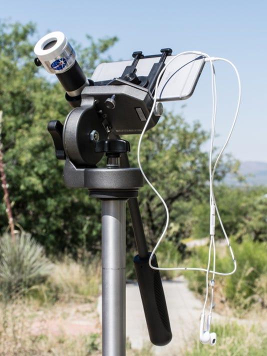 Weasner-camera-tripod-with-phone.jpg