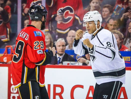 Los Angeles Kings right wing Jarome Iginla (88) and
