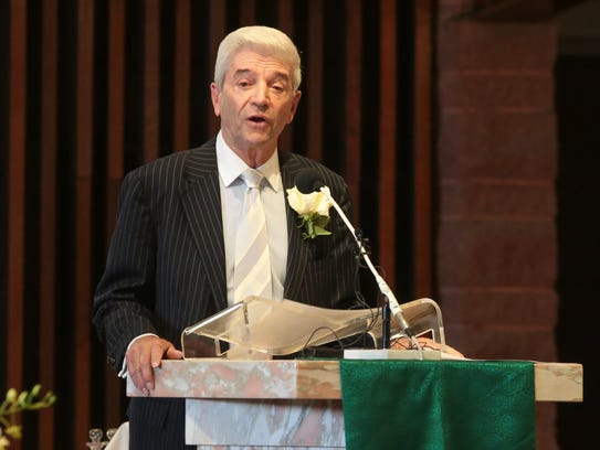Tom Dreesen gives the second reading at the funeral