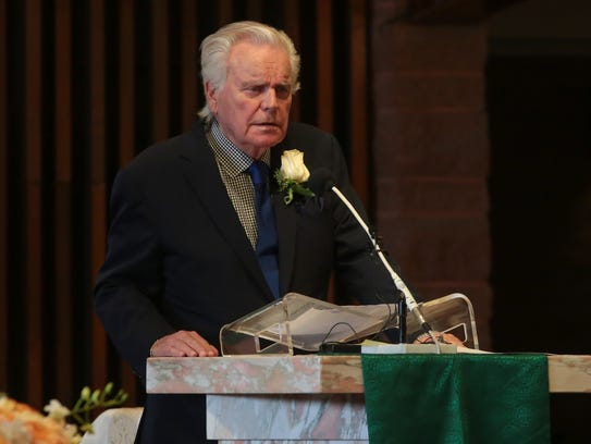 Robert Wagner delivers a eulogy at the funeral of Barbara
