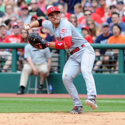 Cincinnati Reds first baseman Joey Votto (19) makes