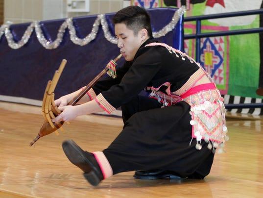 635921925813209515-she-n-Hmong-American-Leadership-Pageant0227-gck-14.JPG