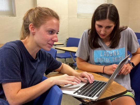 Mississippi College students in communication class.