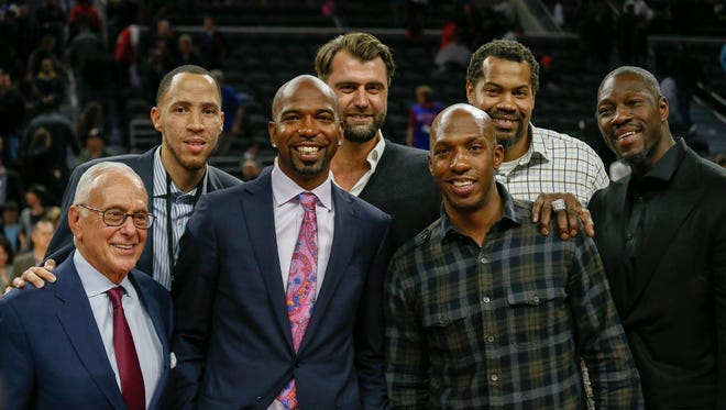 (From left) Former Pistons coach Larry Brown, Tayshaun Prince, Richard Hamilton, Mehmet Okur, Chauncey Billups, Rasheed Wallace and Ben Wallace take a photo together on the court after the Pistons beat the Warriors, 113-95, at the Palace on Saturday.