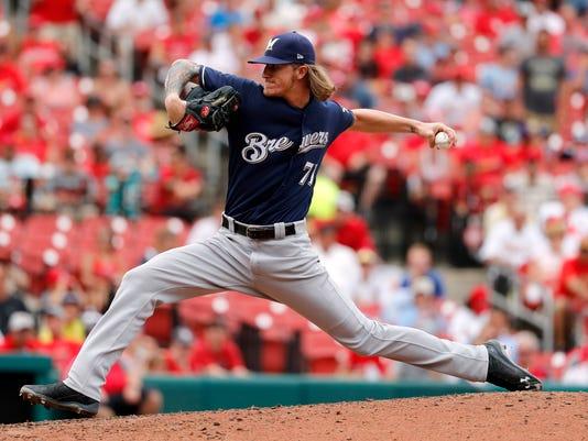 636702998611663296-AP-Brewers-Cardinals-Baseball.12.jpg