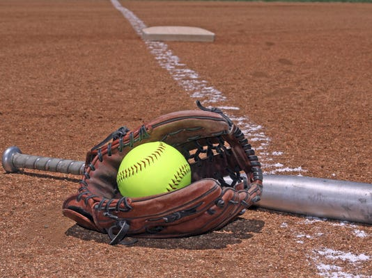 -for online softball.jpg_20150405.jpg