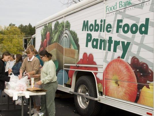 elm 101707 food bank 2 jbw