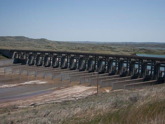 -Fort Peck spillway.jpg_20120718.jpg