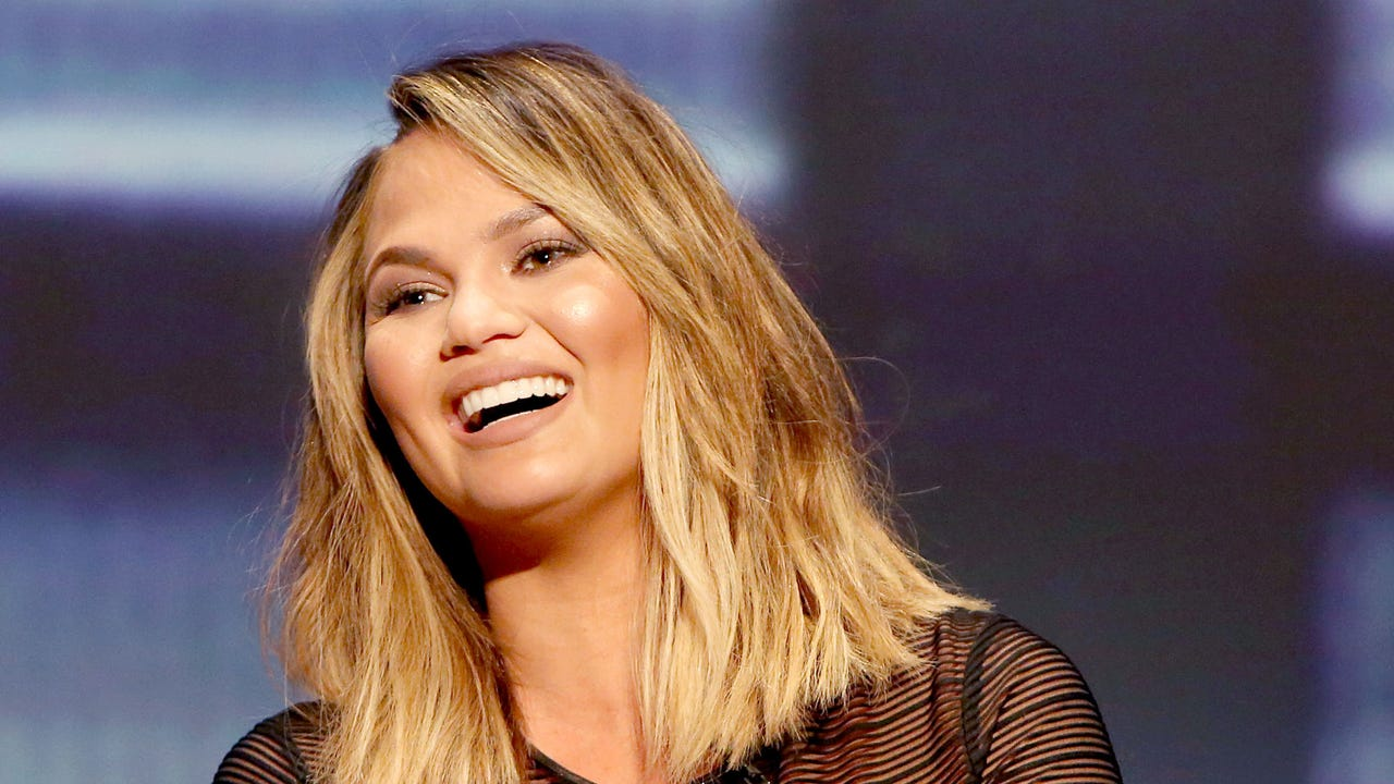 Once again, Chrissy Teigen, used social medial to tell us what she's really thinking. Teigen responded to a tweet from the Miss Teen USA pageant.