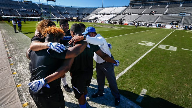 Memphis defensive linemen huddle together during pregame warmups before the the AAC Championship football game in Orlando, Fl., Saturday, December 2, 2017.