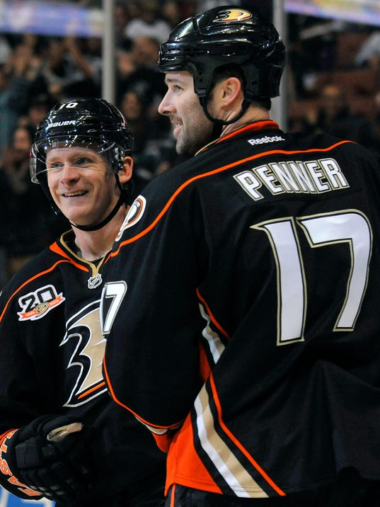 2013-11-15-dustin-penner-corey-perry