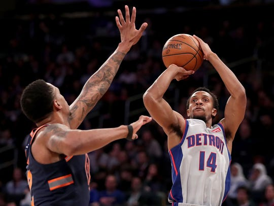 Pistons guard Ish Smith takes a shot against Knicks