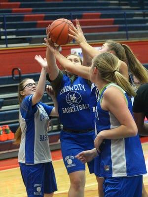 The Union City girls basketball team practices Wednesday, Nov. 1, 2017.