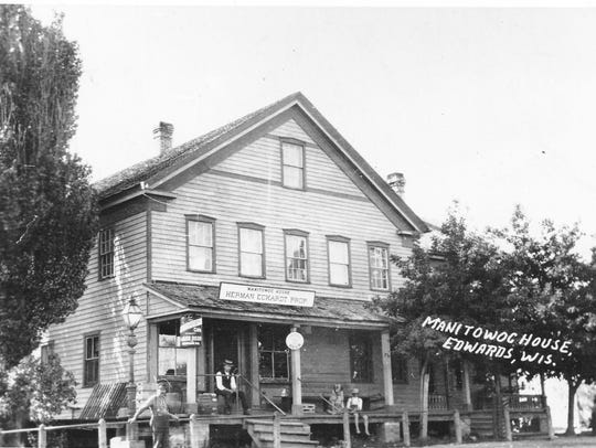 Manitowoc House, once located in Edwards, circa 1907.