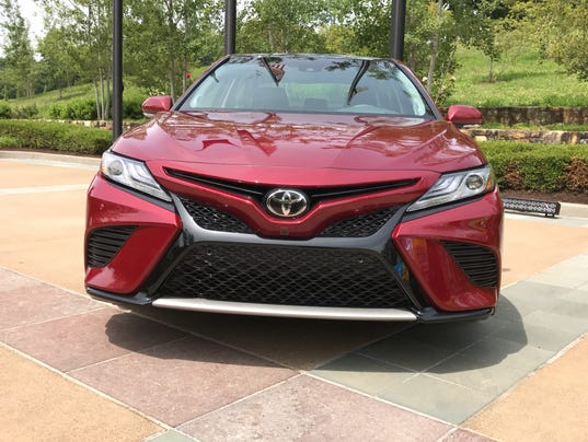 first drive 2018 toyota camry boasts fuel economy safety features. Black Bedroom Furniture Sets. Home Design Ideas