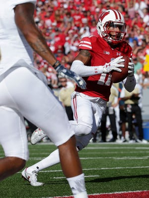 Wisconsin wide receiver Jazz Peavy  scores a touchdown on a 13-yard reception.