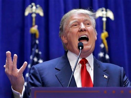 El empresario Donald Trump durante el anuncio de su campaña por la candidatura republicana a la presidencia en Nueva York en una fotografía de archivo del 16 de junio de 2015. Una petición en internet para que NBC se desvincule de Donald Trump por sus declaraciones sobre los inmigrantes mexicanos ha recabado más de 200.000 firmas. (Foto AP/Richard Drew, archivo)
