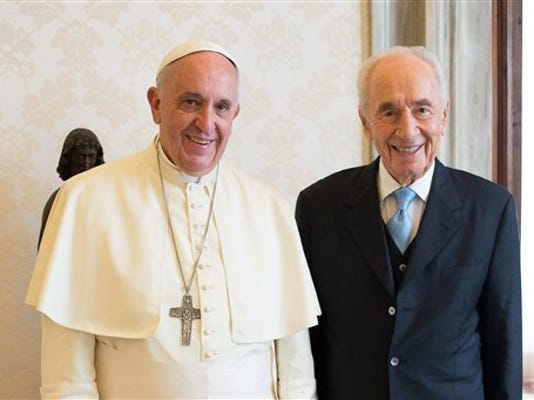 Pope and Peres.jpg