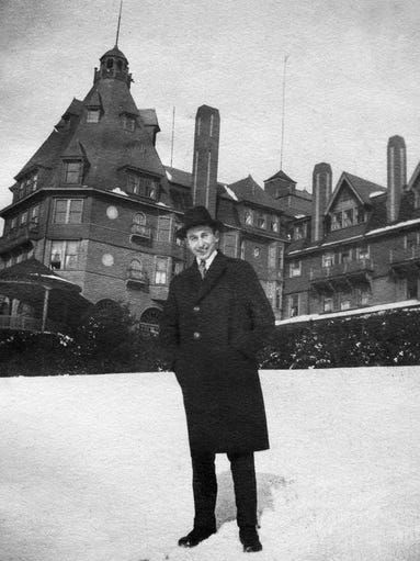Arthur Murray in front of Battery Park Hotel circa