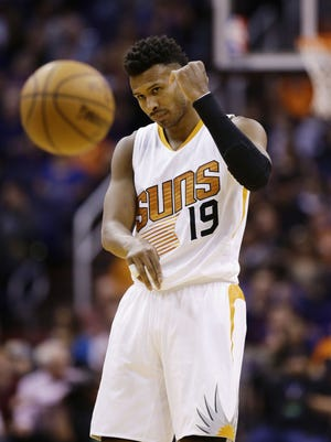 Phoenix Suns' Leandro Barbosa against the Oklahoma City Thunder during NBA action on Mar. 3, 2017 in Phoenix, Ariz.