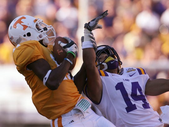 Tennessee wide receiver Justin Hunter catches a pass