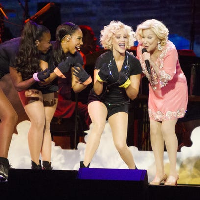 Bette Midler and the Harlettes belt out a song  at