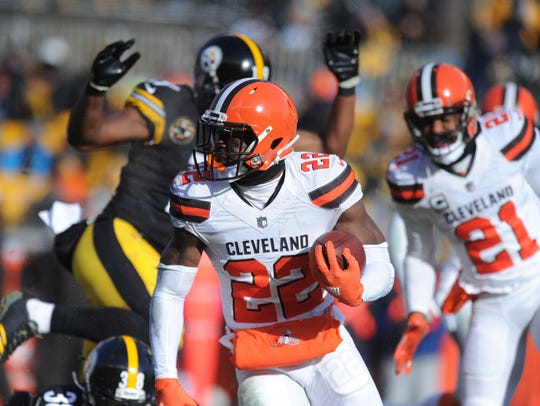 Browns safety Jabril Peppers runs after an interception against the Steelers at Heinz Field on Sunday.