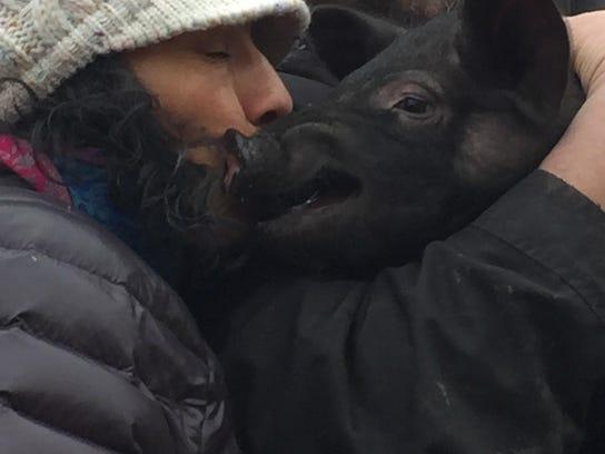 Anika Luna Spanish Teacher kissing pig