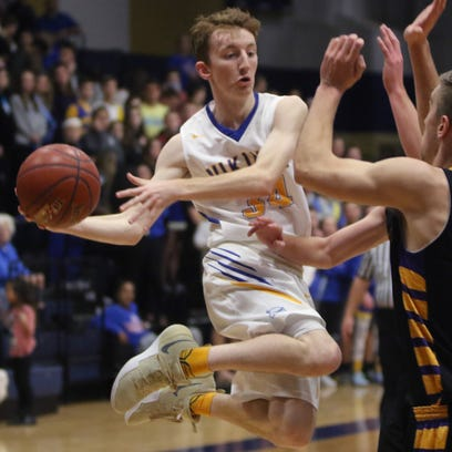 White scores 31 points to lead New Berlin West to playoff win over Milwaukee Pulaski
