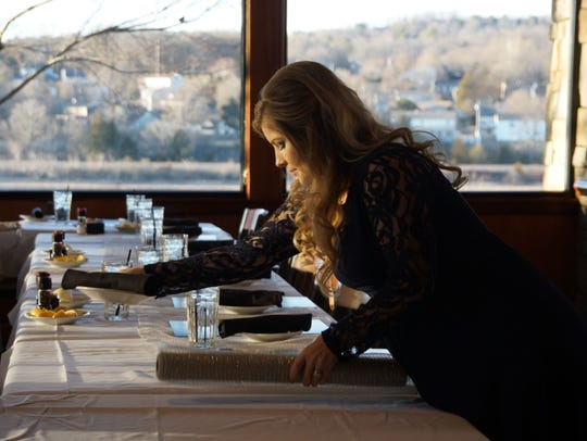 Erin (Bates) Paine decorates a table at Knoxville's