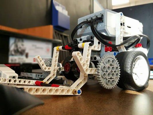 CPO-SUB-122315-Lego-Robotics-2.jpg