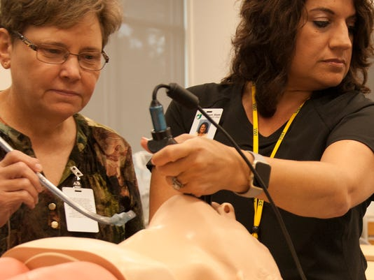 636447199029213603-Cathy-Garner-and-Christie-Ward-demonstrate-common-procedures-performed-by-respiratory-care-technicians.jpg