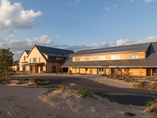 Renovated hotel new concert spot in central wisconsin for Sand point lodge
