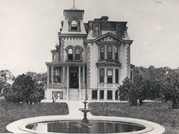 Fulton Mansion in the early 1900s.