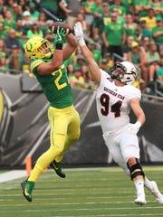 Oregon tight end Jacob Breeland pulls down a reception
