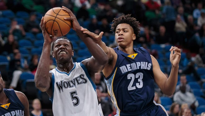 Memphis Grizzlies forward Deyonta Davis, right, defends against the Minnesota Timberwolves on Oct. 19, 2016.