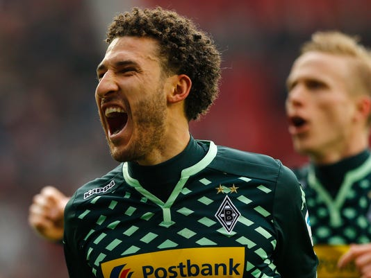 Moenchengladbach's Fabian Johnson celebrates after scoring his side's second goal during the German first division Bundesliga soccer match between FC Augsburg and Borussia Moenchengladbach in Augsburg, Germany, Sunday, Feb. 28, 2016. (AP Photo/Matthias Schrader)