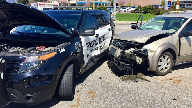 Khristoff Lee faces charges after Oak Ridge police said he tried to escape arrest and, in the process, crashed into another vehicle, which crashed into a police cruiser.