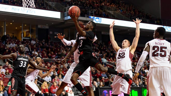 Cincinnati Bearcats forward Shaquille Thomas glides to the hoop against Temple.