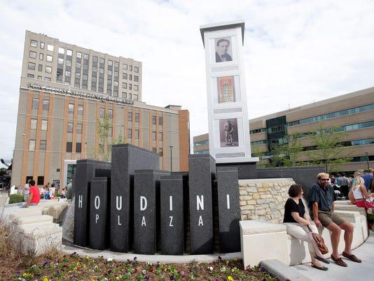 Houdini Plaza.jpg