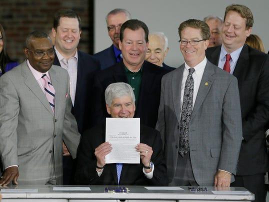 AP Detroit Bankruptcy_001