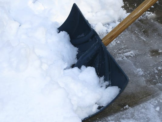 635881990148883968-Shoveling-snow.jpg