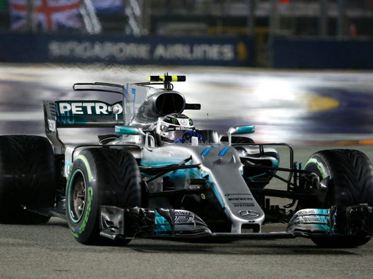 Mercedes driver Valtteri Bottas of Finland steers his car during the Singapore Formula One Grand Prix on the Marina Bay City Circuit Singapore, Sunday, Sept. 17, 2017. (AP Photo/Yong Teck Lim)