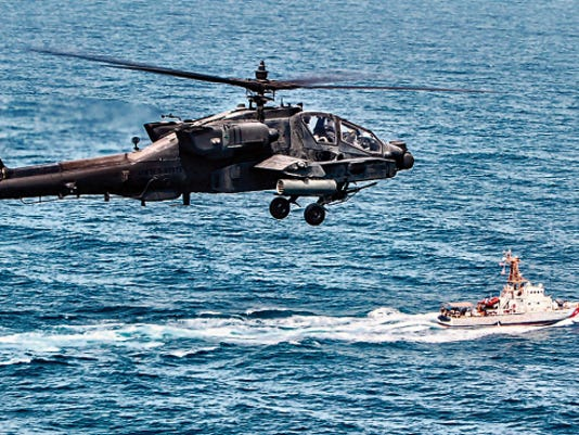 An AH-64D Apache Longbow from Company C, 4th Battalion, 501st Aviation Regiment trains with the U.S. Coast Guard Cutter Wrangell in the Northern Arabian Gulf.