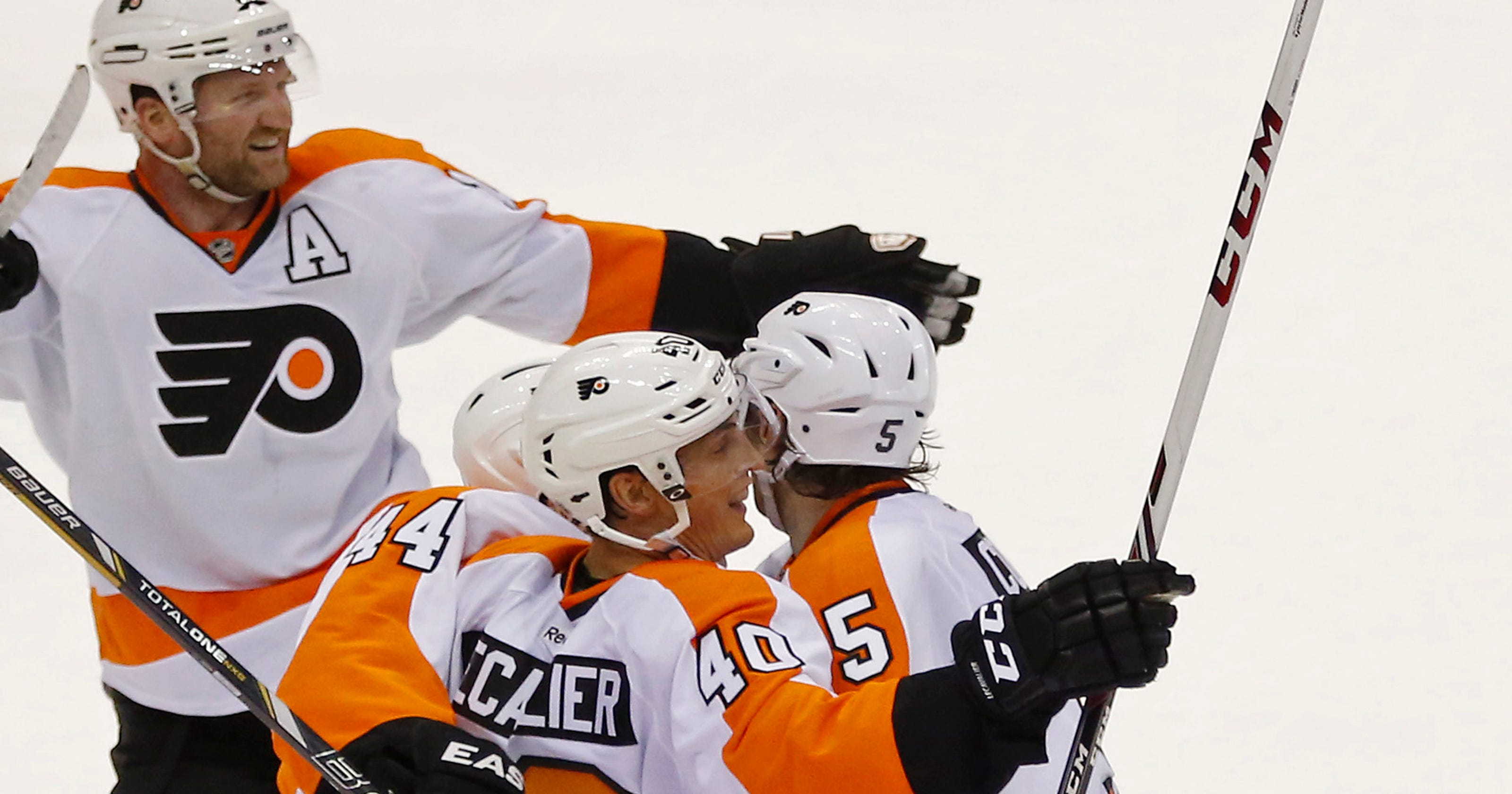 41ed0106b99 Flyers rally for 5-4 OT win against Capitals