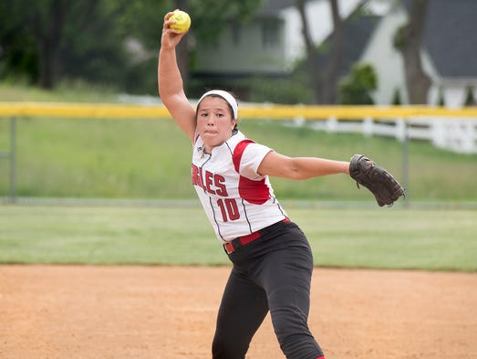 Jennifer Hanshaw pitches for Cumberland Valley during