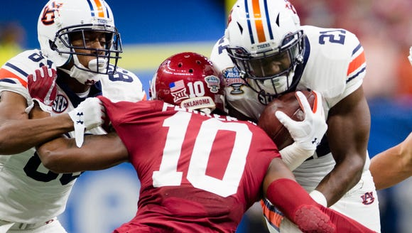 Auburn running back Kerryon Johnson (21) hits Oklahoma